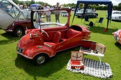 BROMLEY, LONDON/UK - 7 de junho REPRESENTAÇÃO HISTÓRICA de VIAJAR DE AUTOMÓVEL A feira automóvel clássica de um dia a mais grande Imagens de Stock Royalty Free
