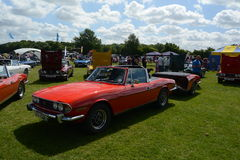BROMLEY, LONDON/UK - 7 DE JUNIO: DESFILE de BROMLEY de VIAJAR EN AUTOMÓVILI ¡La demostración de coche clásica de un día más grand Fotografía de archivo libre de regalías