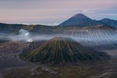 Bromo, Batok, Semeru-vulkaanberg in een ochtend, Oost-Java, I Royalty-vrije Stock Afbeeldingen