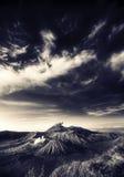 Bromo berg under molnig himmel Arkivbilder
