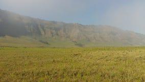 Bromo, salida del sol por la mañana fría, montaña hermosa fotografía de archivo libre de regalías
