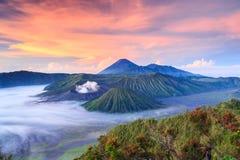 在日出的Bromo vocalno,东爪哇省,印度尼西亚 库存图片