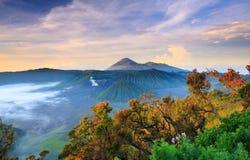 在日出的Bromo vocalno,东爪哇省,印度尼西亚 图库摄影
