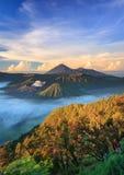 Bromo vocalno på soluppgång, East Java, Indonesien Arkivfoton