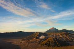Bromo vulkan på soluppgång, Tengger Semeru nationalpark, östliga Jav Royaltyfri Fotografi