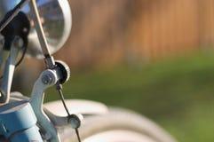Broms av en gammal cykel royaltyfria foton