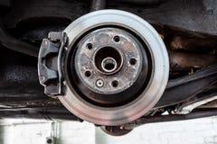 Bromsklämma på ett hjul utan däcket royaltyfri bild
