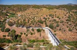 Bron över den Oeiras floden nära den Mertola staden Baixo Alentejo royaltyfri bild