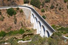 Bron över den Oeiras floden nära den Mertola staden Baixo Alentejo portugal arkivbilder