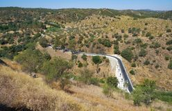 Bron över den Oeiras floden nära den Mertola staden Baixo Alentejo portugal arkivfoton