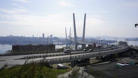 Bron över det guld- hornet vladivostok Fotografering för Bildbyråer