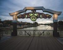 Bron över floden, i forntida stad för Hoi An ` s fotografering för bildbyråer