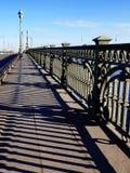 Bron över floden Neva Arkivfoto
