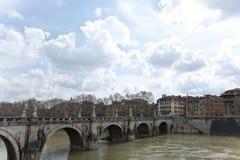 Bron av Hadrian över Tibren. Arkivfoton