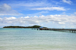 Bron för går vägen på den Rawai stranden av Phuket Thailand Arkivbilder