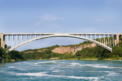 bron faller den niagara regnbågen Arkivbild