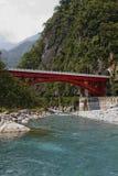 bron haulien över floden Arkivbilder