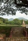 Bron i det historiskt parkerar i sukhothai Arkivfoto