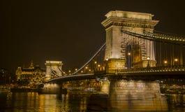 Bron på natten Arkivfoton
