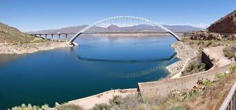 Bron på Roosevelt Dam royaltyfria bilder