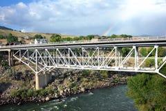 Bron spänner över Yellowstone Arkivbilder