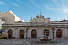 Bron van het belangrijkste vierkant van Castellà ³ n, met de centrale markt Stock Afbeelding