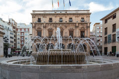 Bron voor het stadhuis van Castellà ³ n, Spanje Stock Foto