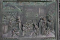 Bronce de las puertas de la basílica Santa María Fotografía de archivo