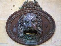 Bronce Lion Mailbox Cadiz Spain fotos de stock