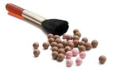 Broncear las perlas y el cepillo Fotos de archivo libres de regalías