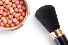 Broncear las perlas y el cepillo del maquillaje Imagen de archivo