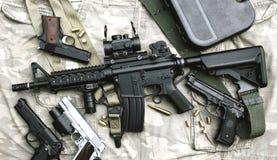 Bronie i militarny wyposażenie dla wojska, karabin szturmowy armatni M4A1 Zdjęcia Royalty Free