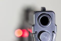 Bronie, krócica, pistolet, ręka pistolet, obrona Zdjęcia Royalty Free