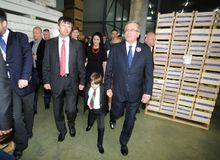 Bronislaw Komorowski presidentkampanj royaltyfri fotografi