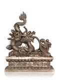 Brons av den kinesiska draken som isoleras med den snabba banan Royaltyfria Foton