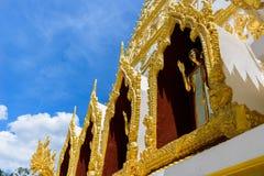 Brons Buddha på grunden av den Nong Bua pagoden Royaltyfri Fotografi