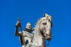 Brons den rid- statyn av konungen Philip III i Madrid, Spanien Närbild Kopiera utrymme för text Arkivbild