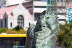Brons lejon på grunden av Wellington Cenotaph Royaltyfri Foto