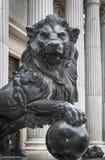 Brons lejonet av Congresoen de los diputados Spansk parlament Arkivfoton