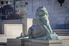 Brons lejonet på grunden av Wellington Cenotaph Arkivbild