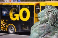 Brons lejonet på grunden av Wellington Cenotaph Fotografering för Bildbyråer