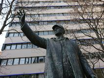 Brons statyn av Bauarbeiteren, Berlin, Tyskland Royaltyfri Bild