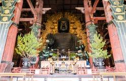 Brons statyn av den stora Buddha, Daibutsu av den Todai-ji templet Arkivbilder