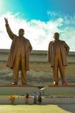 Brons statyn av Kim Il Sung och Kim Jong Il i Mansudae, Pyongyang, Nordkorea Royaltyfri Foto