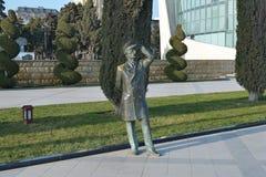 Brons statyn av sjömannen som ser avlägsen, Baku Azerbaijan Royaltyfria Bilder