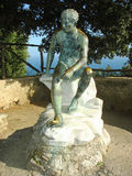 Brons statyn i trädgårdarna på villan Cimbrone i Ravello Royaltyfria Bilder