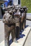 Bronsbeeldhouwwerk van gestileerde musici Stock Foto's