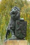 Bronsbeeldhouwwerk van leeuw op de yard van Strahov-Klooster royalty-vrije stock foto's