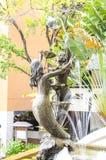 Bronsbeeldje van paarmeermin Stock Foto's