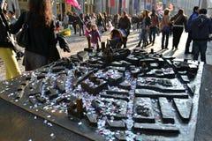 Bronskaart van Milaan door confettien wordt behandeld die stock afbeeldingen